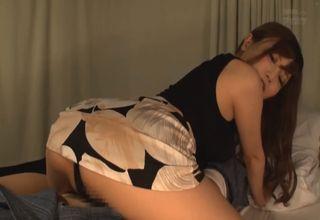 【榊梨々亜】夜に患者の病室を訪れる淫乱女医!排尿のサポートをした後、勝手にシモのお世話を始めちゃうwww