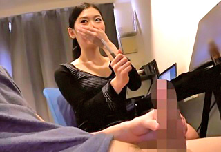 AVメーカーで働く美人スタッフを口説いて職場で生々しすぎるセックス