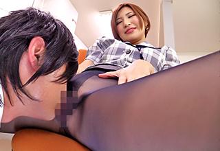 【夏希みなみ】パンスト越しのマンコが堪らないOLは超絶痴女で仕事中でも同僚男性を誘惑せずにはいられない!