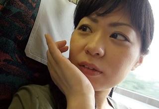 【素人】32歳の人妻が日常に刺激を求めて人生初の不倫旅行へ・・・
