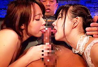 とんでもない吸引力でフェラチオしてくるピンサロ嬢が2人がかりでザーメンを搾り取る!巨乳を揉んだりパイズリサービスも有りw
