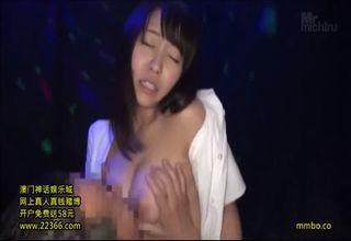 【素人】おっパブの巨乳おねえさんが客に過剰サービスw舌を絡ませながら、騎乗位でセックスをしてしまうwww