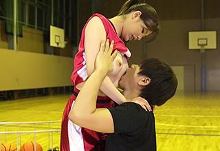 【星井笑】ガチのバスケ選手が練習中にコートの中でセックス!女子アスリートの適度に引き締まった体を蹂躙しまくって響く喘ぎ声