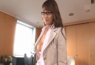 【若菜奈央】性欲処理までしてくれちゃう美人秘書が、手と口でその有能さを発揮してくれるwww