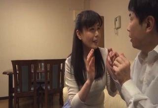 【三浦恵理子】肉食系過ぎる淫らな人妻に狙われてしまった若者w一度そのテクを見に受けてしまったら後はされるがままwww