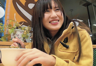 【前田由美】車内&ネットカフェでフェラチオ♡家出美少女はなんでもOK!