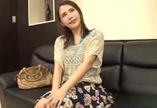 【人妻ナンパ】街中で声をかけた美人若妻が高額賞金目指してデカチン素股に挑戦!