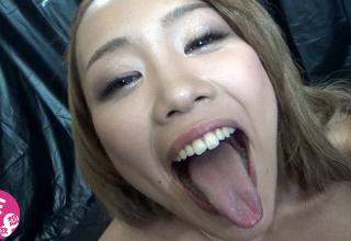 【藤本紫媛】チンポ握りながら笑顔でザーメンを搾り取る巨乳エロギャル