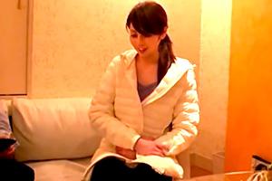 夫婦生活のアンケートと称してナンパした主婦を騙してホテルで寝取る・・・
