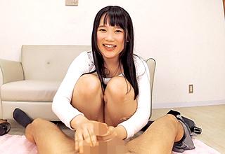 【宮崎あや】挑発的にチンコを弄り、自らのパンツを脱いで「パンコキ」してくれる幼げな表情のロリ少女。この子、意外にテクニシャン。