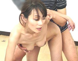 【庄司優喜江】五十路熟女レイプw美人なオバさんをバックでピストンw