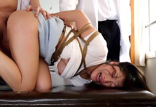 全身を縄で縛られた女教師。ビクビク何度も痙攣絶頂させられる・・・