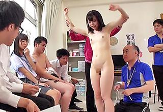 男女の身体はどのように変化しているのか、実際に見て触って考えるというトンデモ教育によって汚されまくる女生徒たち