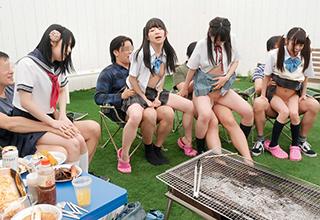 娘たちにはただのバーベキューと告げて集めた少女たち。実は父親たちの企みによってスワッピング乱交のパーティだった!