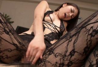 【卯水咲流】淫語で男を責め立てるセクシーランジェ姿のお姉さん