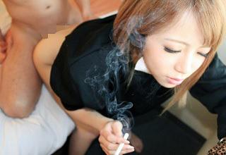 ヤンキーだけど美形な関西のギャルがタバコ吸いながらセックスしてるリアル映像・・・