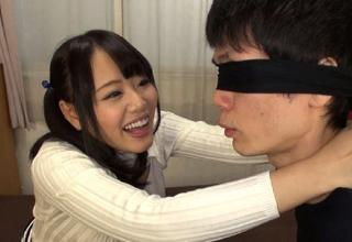 【浜崎真緒】キッチンで豪快丸出しな電マオナニーしちゃうド変態な彼女。