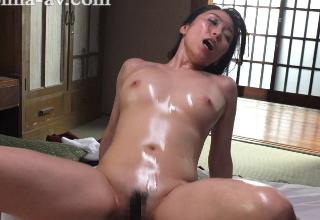 【白木優子】オイルマッサージでテカテカエロボディ!熟女の激しめセックス!