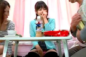 女子大生の娘の巨乳友達にこっそり媚薬入りの紅茶を飲ませて犯したったwww