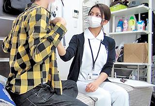 盗撮カメラを仕掛けた部屋に連れ込んだのは仕事帰りの看護師さん。業務用マスクを着けたままセックスしまくるw