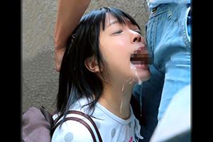 マンションの踊り場で小さい女の子の口に媚薬チンコを突っ込んで鬼畜レイプ!