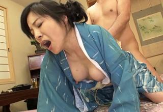 強引なお客さんに結局ハメられちゃう乳首ビンビンな女将さん。