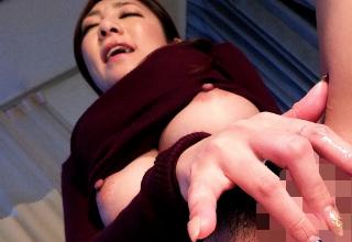 【初音みのり】院長を誘惑して強引にチンコ舐めはじめちゃう巨乳な痴女医♡