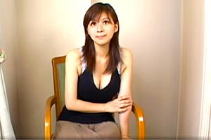 真昼間から胸元はだけさせて歩いていた色っぽいヤリマン人妻をナンパゲット!