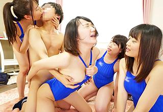水泳部の女子アスリートたちが童貞君との王様ゲームでウブチンコを取り合う!これ童貞君からすればトラウマになりかねんぞw