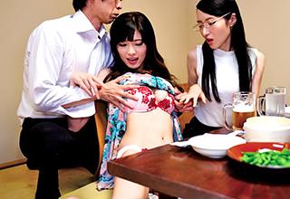 合席居酒屋にやってきた清楚で真面目そうな人妻を酔わせて抵抗できない状態のままその場で乱交!