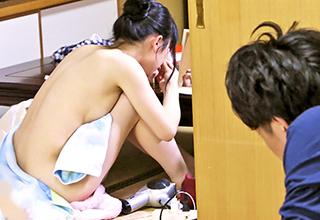 風呂上りに裸で家の中をウロチョロしてた妹の姿に欲情した変態兄は「もう妹でいいや」と近親相姦を強行!