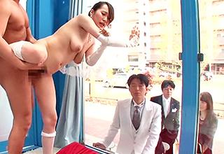 【マジックミラー号】結婚式の最中、最近流行りの「記念ヌード」を撮ってもらうと騙して早速他人棒に中出しされるw