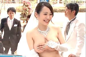 結婚式直後のウェディングドレス姿の花嫁をマジックミラー号で寝取り中出し!!